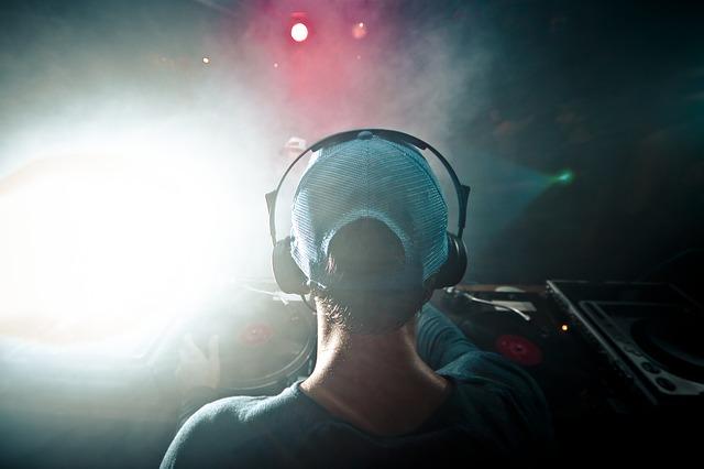 Need to find DJs? - www.twine.fm