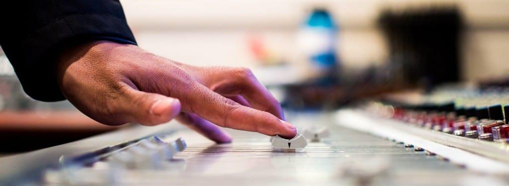 mixing-desk-351478_1280